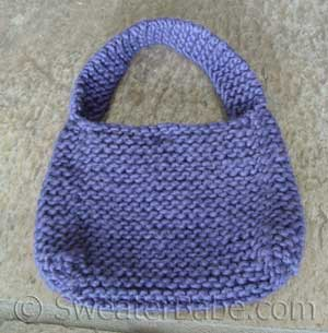 easy chunky mini purse knitting pattern for beginners from image by